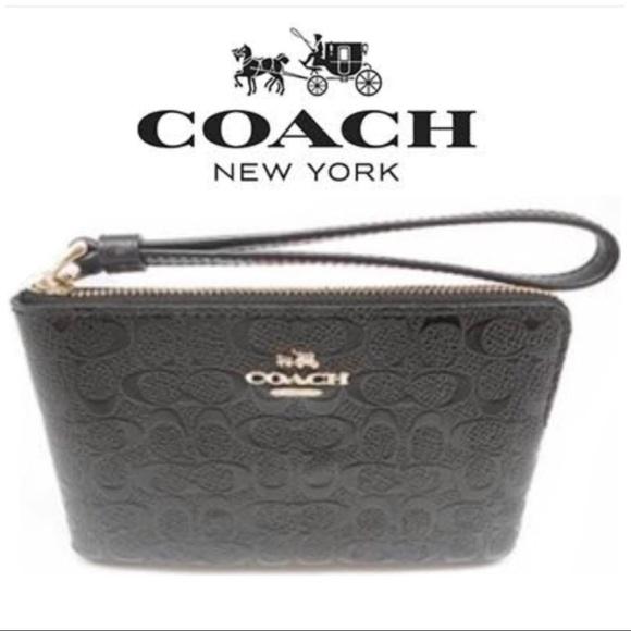 56f467a2e94c3 💫NWT☃️Winter Coach Wristlet- Black 👩 🏫
